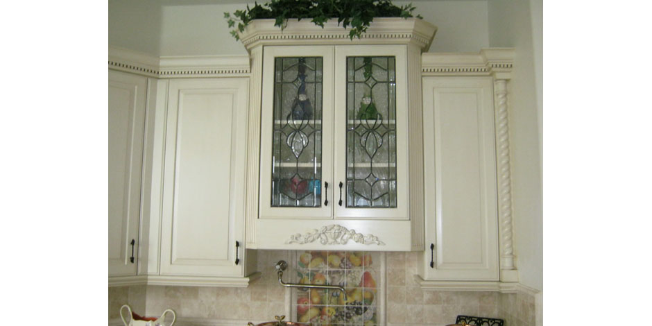 The beveled edge cabinet doors for Beveled glass kitchen cabinets